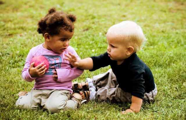 toddler-grabbing-toy